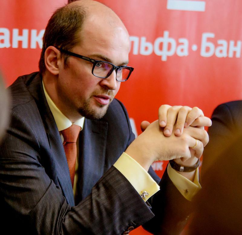 кто владеет альфа банком в россии