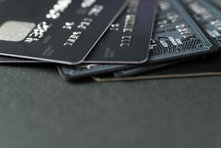 Моментальные дебетовые и кредитные карты Альфа-Банка с оформлением онлайн и в офисе